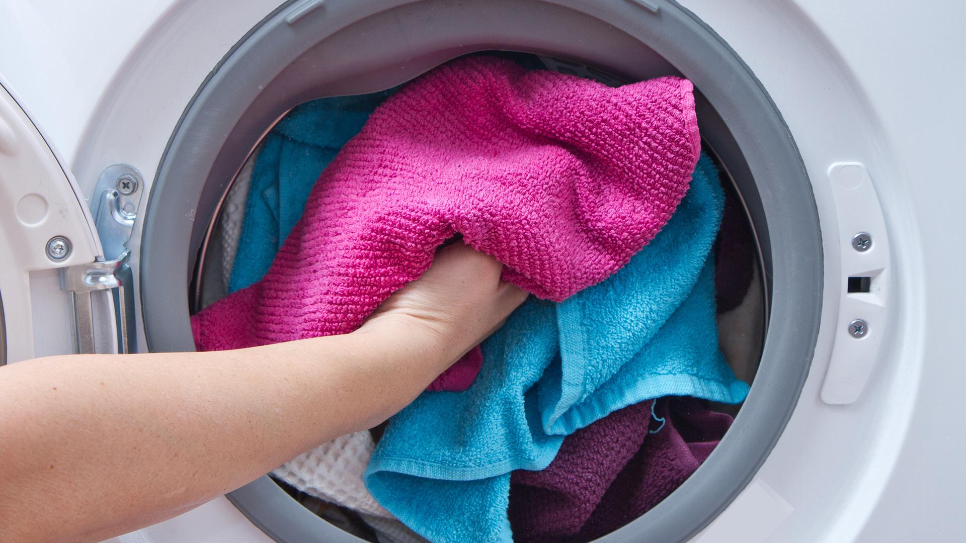 ซักผ้ายังไงให้การ์ดไม่ตก ลดเสี่ยง ลดกลิ่นอับ